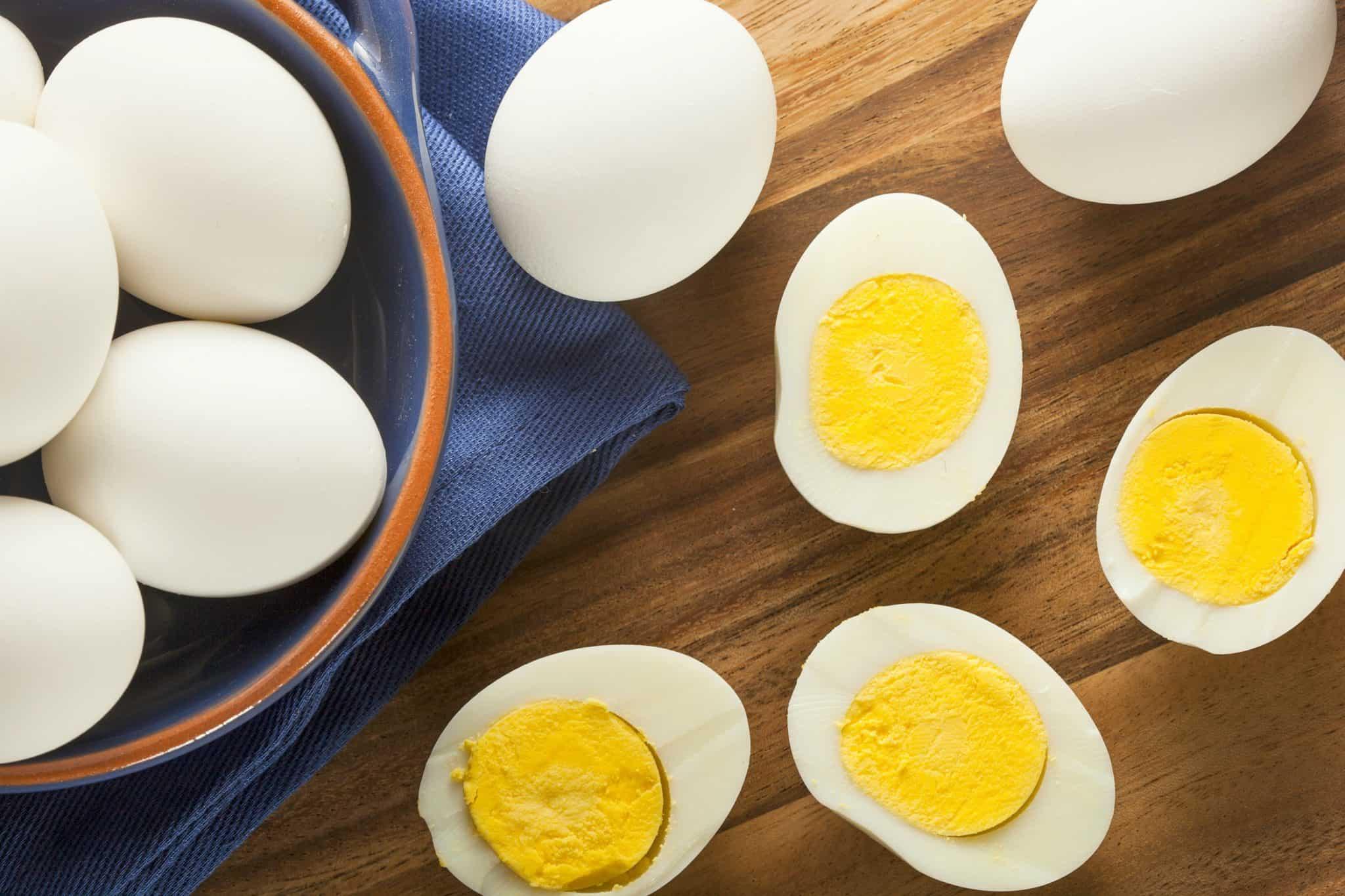 هل تناول البيض يسبب أمراض القلب وارتفاع الكوليسترول؟